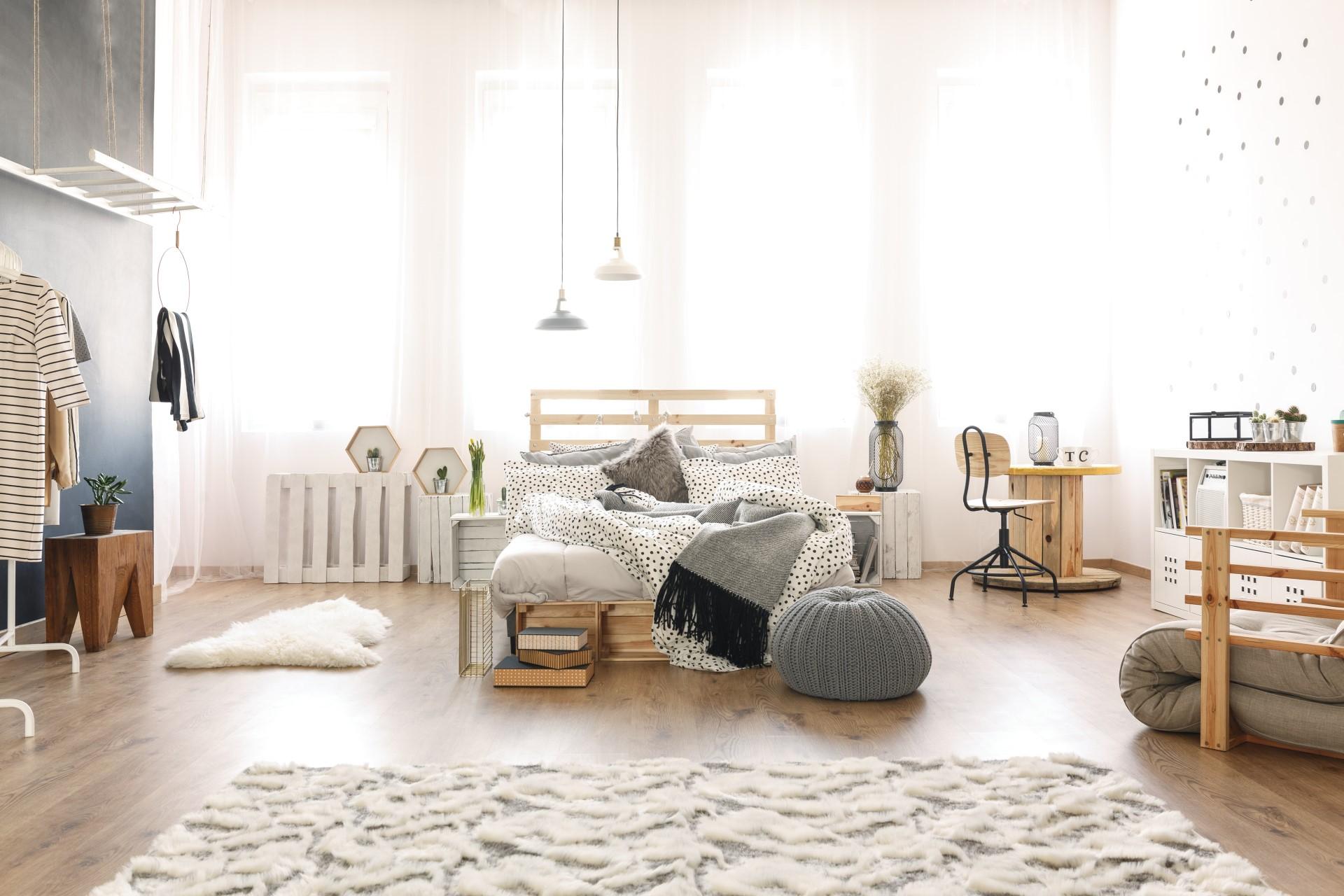 apartment with pallet furniture - Header Top Slider